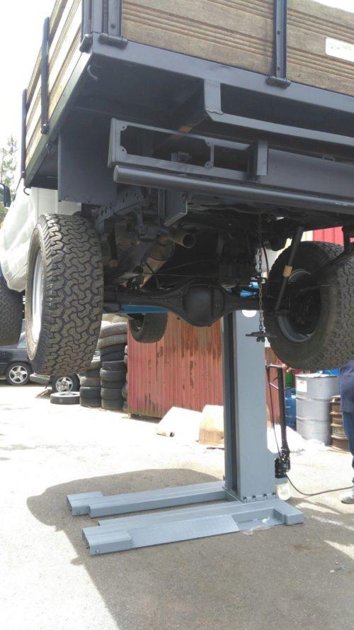 Ponts 1 colonne ponts levateur pour garage equipement for Location garage avec pont elevateur
